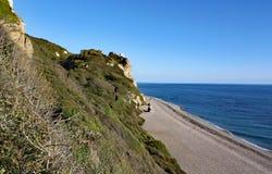 Η μακριά παραλία βοτσάλων σε Brancombe στο Devon, Αγγλία στοκ φωτογραφίες
