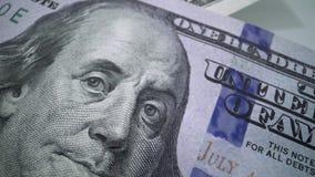 Η μακροεντολή καταδίωξης του προσώπου Benjamine Franklin στις ΗΠΑ ένα ο λογαριασμός δολαρίων Υπόβαθρο αμερικανικών δολαρίων φιλμ μικρού μήκους