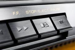 Η μακροεντολή μιας ορθογώνιας στάσης/εκτινάσσει το κουμπί ενός παλαιού υψηλής πιστότητας στερεοφωνικού ακουστικού συστήματος Στοκ Εικόνα