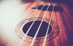 Η μακρο άποψη κιθάρων Ukulele, σειρές κλείνει επάνω Η φωτογραφία απεικονίζει τη μουσική Στοκ εικόνα με δικαίωμα ελεύθερης χρήσης