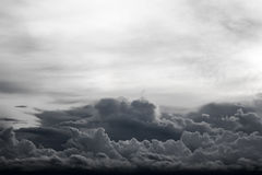 Η μαύρη θύελλα σύννεφων έρχεται Στοκ Εικόνα