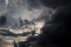 Η μαύρη θύελλα σύννεφων έρχεται Στοκ Εικόνες