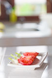 η μαύρη σαλάτα ελιών μαρουλιού συστατικών σπάζει απότομα την ντομάτα ζάχαρης Στοκ φωτογραφίες με δικαίωμα ελεύθερης χρήσης