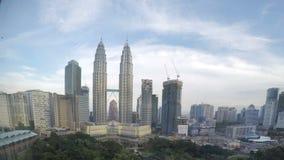 Η Μαλαισία, η Κουάλα Λουμπούρ μια άποψη του στο κέντρο της πόλης και η κίνηση καλύπτουν με την κορυφή, χρονικό σφάλμα φιλμ μικρού μήκους