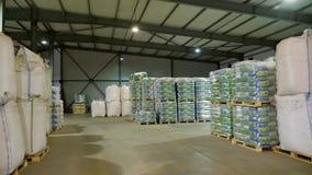 Η μεγάλη αποθήκη εμπορευμάτων για την αποθήκευση σιταριού, προϊόντα σ φιλμ μικρού μήκους
