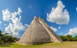 Η μεγάλη πυραμίδα του μάγου στη archeological περιοχή Uxmal, touri Στοκ Φωτογραφία