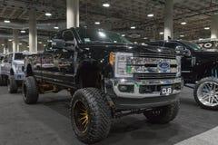 Η μεγάλη συνήθεια φορτηγών της Ford στην επίδειξη κατά τη διάρκεια του Λα αυτόματου παρουσιάζει στοκ εικόνα με δικαίωμα ελεύθερης χρήσης