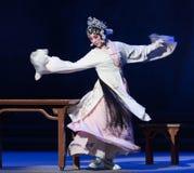 """Η μεθυσμένος-τρίτη πράξη αρσενικό κίτρινο κρασί-Kunqu Opera""""Madame άσπρο Snake† Στοκ Φωτογραφίες"""