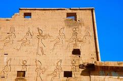 Η μερική άποψη του ναού Edfu, αυτό είναι μια από τις καλύτερα συντηρημένες λάρνακες στην Αίγυπτο, που αφιερώνεται στο Θεό Horus γ Στοκ Εικόνες