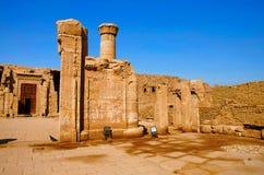 Η μερική άποψη του ναού Edfu, αυτό είναι μια από τις καλύτερα συντηρημένες λάρνακες στην Αίγυπτο, που αφιερώνεται στο Θεό Horus γ Στοκ εικόνες με δικαίωμα ελεύθερης χρήσης