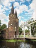 Η μεσαιωνική ανατολική πύλη Oostpoort στο Ντελφτ που ενσωματώθηκε Στοκ φωτογραφία με δικαίωμα ελεύθερης χρήσης