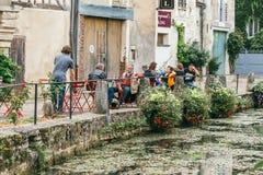Η μεσαιωνική πόλη Chablis στοκ εικόνες