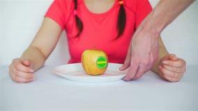 Η μεταβαλλόμενη Apple doughnut με τις πρόσθετες χημικές ουσίες φιλμ μικρού μήκους
