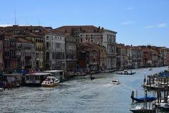 Η μετακίνηση στο κανάλι Βενετία στοκ εικόνα