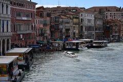 Η μετακίνηση στο κανάλι Βενετία στοκ φωτογραφίες
