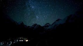 Η μετακίνηση των αστεριών στο νυχτερινό ουρανό φιλμ μικρού μήκους