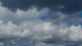 Η μετακίνηση των σύννεφων κατά τη διάρκεια μιας καταιγίδας και μιας θύελλας απόθεμα βίντεο