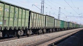 Η μετακίνηση των φορτηγών τρένων απόθεμα βίντεο