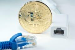 Η μεταλλεία χρημάτων Bitcoin συνδέει το δίκτυο Ίντερνετ Στοκ εικόνα με δικαίωμα ελεύθερης χρήσης