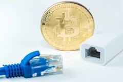 Η μεταλλεία χρημάτων Bitcoin συνδέει το δίκτυο Ίντερνετ Στοκ Φωτογραφία