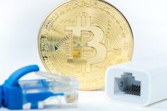 Η μεταλλεία χρημάτων Bitcoin συνδέει το δίκτυο Ίντερνετ Στοκ φωτογραφία με δικαίωμα ελεύθερης χρήσης