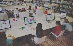 Η μελέτη μελέτης μαθαίνει την έννοια Διαδικτύου τάξεων εκμάθησης Στοκ εικόνες με δικαίωμα ελεύθερης χρήσης