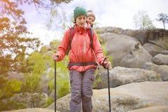 Η μητέρα και ο γιος ταξιδεύουν Στοκ εικόνα με δικαίωμα ελεύθερης χρήσης