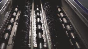 Η μηχανή καθαρίζει το γυαλί και το πλένει φιλμ μικρού μήκους