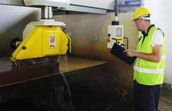 Η μηχανή οργάνων ελέγχου έκοψε τη μαρμάρινη πέτρα στοκ φωτογραφίες
