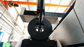 Η μηχανή πριονίζει το μέταλλο απόθεμα βίντεο
