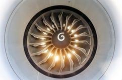 Η μηχανή του αεροπλάνου είναι στενή στο φωτεινό φως από τον ήλιο μέσω των λεπίδων Στοκ εικόνα με δικαίωμα ελεύθερης χρήσης