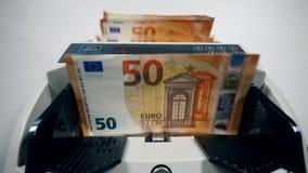 Η μηχανική συσκευή υπολογίζει τα ευρο- χρήματα φιλμ μικρού μήκους