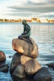Η μικρή γοργόνα στην Κοπεγχάγη, Δανία Στοκ εικόνες με δικαίωμα ελεύθερης χρήσης