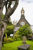 Η μικρή εκκλησία του ST Augustines της Ιρλανδίας που στηρίζεται στους τοίχους της πόλης κοριτσιών Londonderry στη Βόρεια Ιρλανδία Στοκ Εικόνα