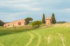 Η μικρή εκκλησία Vitaleta σε Val δ ` Orcia Στοκ Φωτογραφία