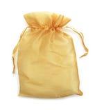 Η μικρή χρυσή τσάντα υφάσματος απομονώνει στο λευκό Στοκ φωτογραφία με δικαίωμα ελεύθερης χρήσης