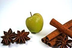 Η μικροσκοπική Apple με το γλυκάνισο κανέλας και αστεριών Στοκ Εικόνα