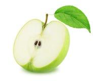 Η μισή από την πράσινη Apple με το φύλλο που απομονώνεται στο άσπρο υπόβαθρο Στοκ Εικόνες