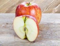 Η μισή από τη Apple Στοκ φωτογραφία με δικαίωμα ελεύθερης χρήσης