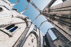 Η μονή της κυρίας υποστηρίγματός μας Carmel στη Λισσαβώνα, Πορτογαλία Η μεσαιωνική μονή καταστράφηκε κατά τη διάρκεια του σεισμού Στοκ Εικόνες