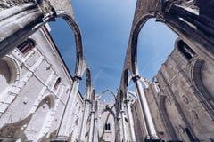 Η μονή της κυρίας υποστηρίγματός μας Carmel στη Λισσαβώνα, Πορτογαλία Η μεσαιωνική μονή καταστράφηκε κατά τη διάρκεια του σεισμού Στοκ Φωτογραφία