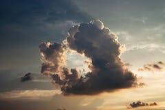 Η μορφή καρδιών Η μοναδική μορφή του σύννεφου βροντής Στοκ εικόνα με δικαίωμα ελεύθερης χρήσης