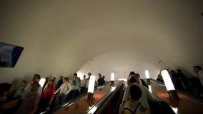 Η ΜΟΣΧΑ, ΡΩΣΙΑ, στις 13 Αυγούστου 2014, κυλιόμενη σκάλα φέρνει απόθεμα βίντεο