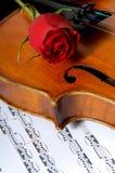 η μουσική αυξήθηκε βιολί φύλλων Στοκ φωτογραφία με δικαίωμα ελεύθερης χρήσης