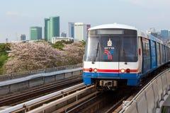 Η Μπανγκόκ skytrain έρχεται στοκ εικόνες