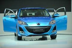 Η μπλε Mazda 3 στοκ εικόνες