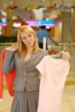 η μπλούζα επιλέγει τη γυναίκα Στοκ εικόνα με δικαίωμα ελεύθερης χρήσης