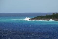Η μπροστινή άκρη ενός ιδιωτικού νησιού Καραϊβικής ακριβώς at high tide στοκ φωτογραφίες με δικαίωμα ελεύθερης χρήσης