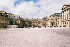 Η μπροστινή άποψη του παλατιού των Βερσαλλιών στοκ φωτογραφία με δικαίωμα ελεύθερης χρήσης