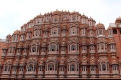 Η μπροστινή άποψη του παλατιού Hawa Mahal των ανέμων ή του αερακιού σε Jaip στοκ εικόνες